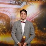 Yanik et le trophée de meilleur jeune de Pro B