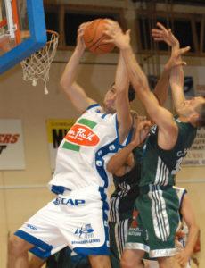 Samedi 10 décembre 2004Basket, NM1 : Poitiers Basket 86 - AutunPhoto : Alain Biais